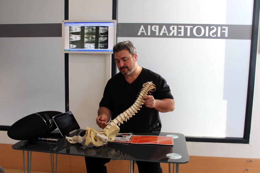 La consulta de fisioterapia Borja Salcedo cuenta con un equipo de fisioterapeutas especializados en diagnóstico clínico